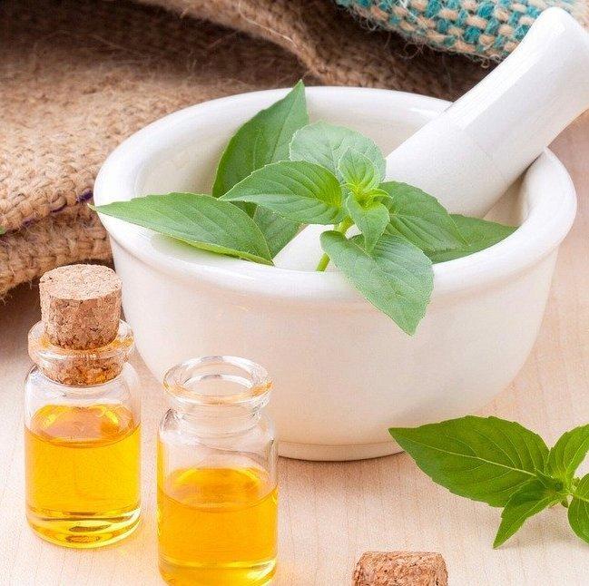 Рецепти с рициново масло за млада кожа и красива коса