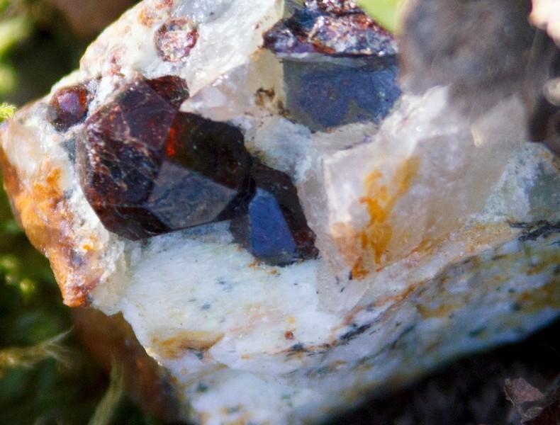 камък шпинел