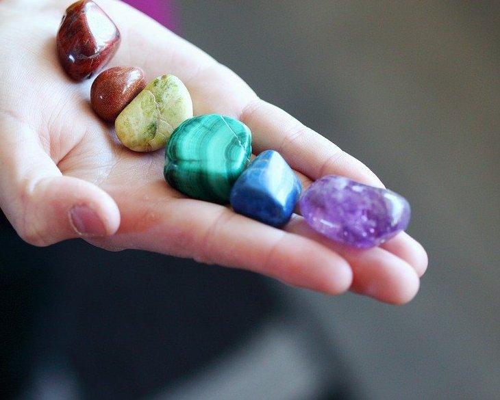 Камъни според чакрите
