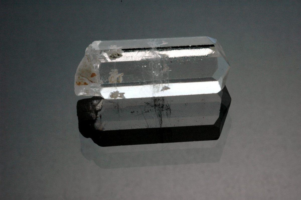 камък фенакит