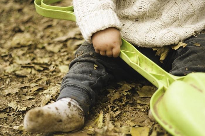 Държите ли децата си твърде чисти?